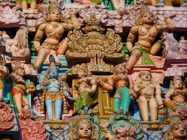 temple-figures-52015_640
