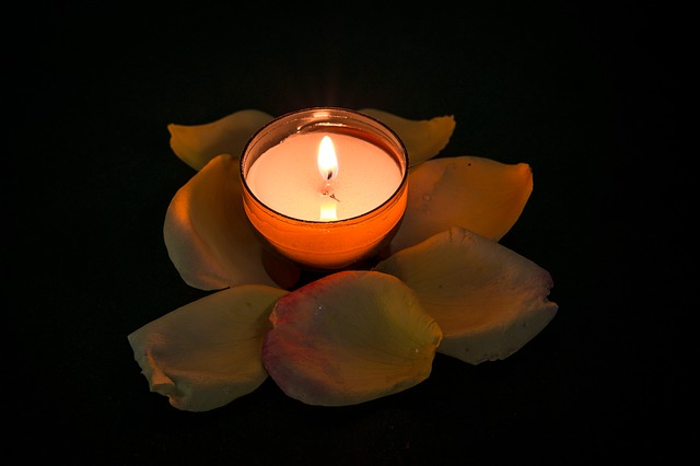 candle-957275_640